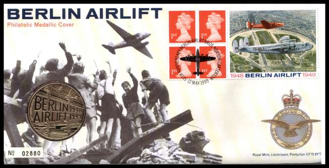view larger image for SG RMC18 (1999) - Royal Mail and Royal Mint commemorative cover commemorating:<br/>Berlin Airlift - medal<br/>